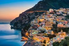 Puesta del sol en Positano, costa de Amalfi, Italia Fotografía de archivo