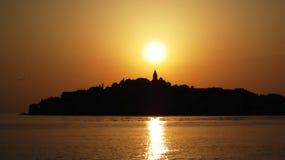 Puesta del sol en Primosten imagenes de archivo