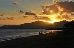 Puesta del sol en Puerto del Carmen en Canarias de Lanzarote en España Fotos de archivo libres de regalías