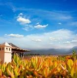 Puesta del sol en Puerto de la Cruz, Tenerife, España. Centro turístico turístico del hotel. Puesta del sol Fotografía de archivo libre de regalías