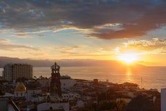 Puesta del sol en Puerto Vallarta Imagen de archivo
