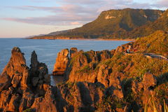 Puesta del sol en Punakaiki, parque nacional de Paparoa, nuevo Ze Fotografía de archivo