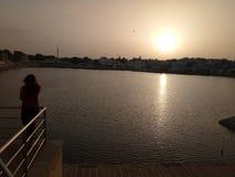 Puesta del sol en pushkar Imágenes de archivo libres de regalías