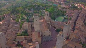 Puesta del sol en San Gimignano, Toscana Italia almacen de metraje de vídeo