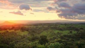 Puesta del sol en Santa Rosa en Costa Rica almacen de video
