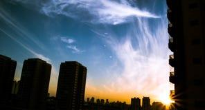 Puesta del sol en Sao Paulo, el Brasil Foto de archivo libre de regalías