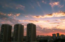 Puesta del sol en Sao Paulo, el Brasil Fotos de archivo libres de regalías