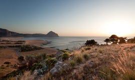 Puesta del sol en Sicilia foto de archivo