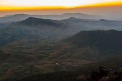 Puesta del sol en Sierra fotos de archivo