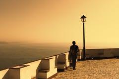 Puesta del sol en sobre la bahía de Nazare, Portugal Imagen de archivo libre de regalías