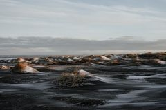 Puesta del sol en Stokksnes, Islandia Fotos de archivo