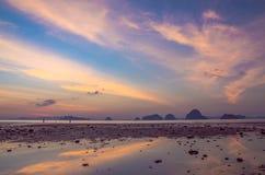 Puesta del sol en Tailandia Fotos de archivo