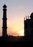 Puesta del sol en Taj Mahal Tomb en Agra, la India Fotos de archivo libres de regalías