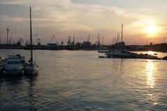 Puesta del sol en Taranto imagenes de archivo