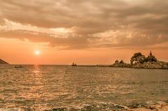 Puesta del sol en Trpanj, Croacia Foto de archivo libre de regalías