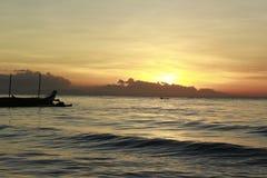 Puesta del sol en Tuburan, Cebú Imagenes de archivo