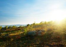 Puesta del sol en tundra de la montaña Imagenes de archivo