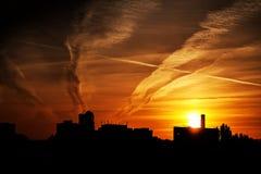 Puesta del sol en un área industrial Fotografía de archivo