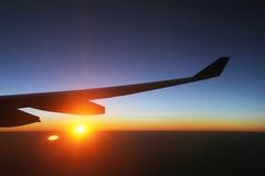 Puesta del sol en un avión Fotos de archivo libres de regalías