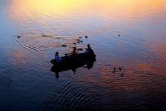 Puesta del sol en un barco Fotos de archivo libres de regalías