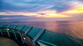 Puesta del sol en un barco de cruceros de lujo fotografía de archivo libre de regalías