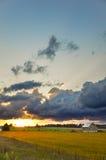 Puesta del sol en un campo de los granjeros Fotografía de archivo libre de regalías