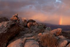 Puesta del sol en un día tempestuoso en el anticline de la Virgen en Utah meridional Foto de archivo