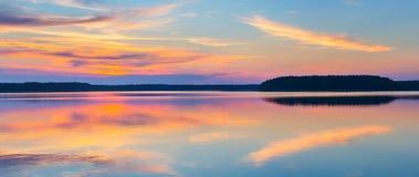 Puesta del sol en un lago Imágenes de archivo libres de regalías