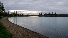 Puesta del sol en un lago Fotos de archivo libres de regalías