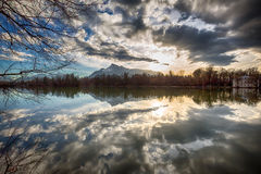 Puesta del sol en un lago Imagen de archivo