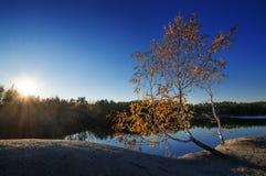Puesta del sol en un lago Fotos de archivo
