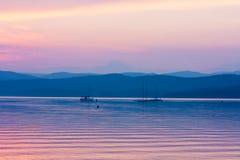 Puesta del sol en un lago hermoso Imágenes de archivo libres de regalías