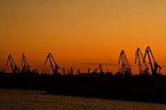 Puesta del sol en un puerto fotos de archivo libres de regalías