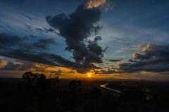 Puesta del sol en un punto escénico en Chumphon Tailandia fotografía de archivo libre de regalías
