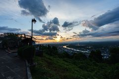 Puesta del sol en un punto escénico en Chumphon Tailandia fotos de archivo