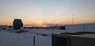 Puesta del sol en un tejado en Plano Tejas colorido fotografía de archivo libre de regalías