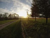 Puesta del sol en una cerca Fotos de archivo libres de regalías