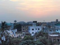 Puesta del sol en una ciudad Fotos de archivo libres de regalías