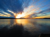 Puesta del sol en una isla sueca fotografía de archivo libre de regalías