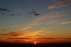 Puesta del sol en una montaña Foto de archivo libre de regalías