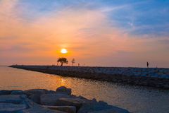 Puesta del sol en una playa en Pattaya, Tailandia Fotos de archivo