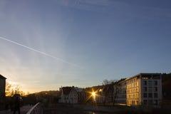 puesta del sol en una tarde de noviembre en una ciudad histórica Foto de archivo libre de regalías