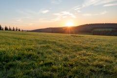 Puesta del sol en Winterberg en Alemania Fotos de archivo libres de regalías