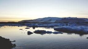 Puesta del sol en y x22; N& x22 del ³ del rlà del ¡del kulsà de JÅ '; Islandia fotos de archivo libres de regalías