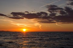 Puesta del sol en Zadar, Croacia fotografía de archivo