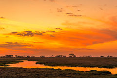 Puesta del sol en Zambia Foto de archivo
