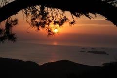 Puesta del sol enmarcada Naturel Imágenes de archivo libres de regalías