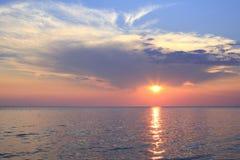 Puesta del sol escénica sobre el Mar Egeo Fotos de archivo libres de regalías