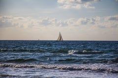 Puesta del sol escénica y playa Fotos de archivo