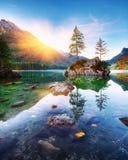 Puesta del sol fantástica del otoño del lago Hintersee foto de archivo libre de regalías
